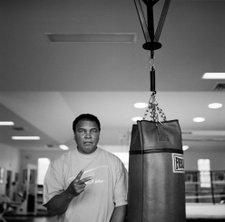 muhammad_ali_two_fingers